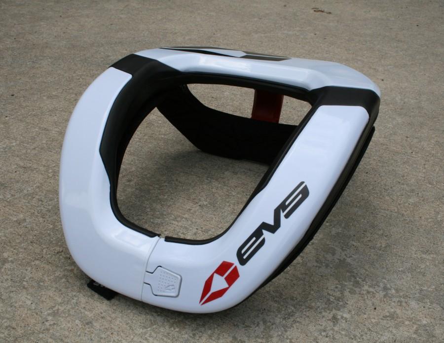 evs-r4-neck-brace-10